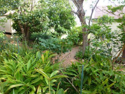 2 cottages, path, garden - 2
